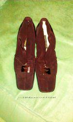 Туфли коричневые на небольшом каблуке р 42.