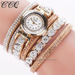 Очаровательные часы-браслет с кристаллами