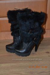 Шыкарные ботинки в хорошем состоянии 35-36 размер