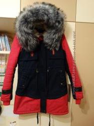 Классная деми курточка парка размер S