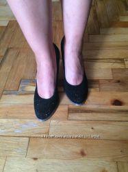 Туфли замшевые на небольшом каблуке