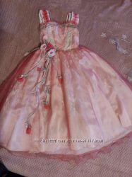 Нарядное платье на 4-6 лет