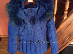 Красивая, пуховая курточка, ярко синего цвета
