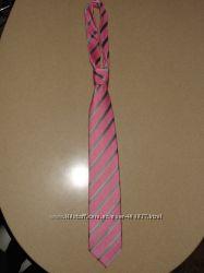Фирменный галстук. Очень красивый. Розовый