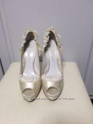 Праздничные свадебные туфли Casadei. Оригинал. Состояние новых.