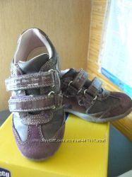 кроссовки и сапожки CHICCO р. 27