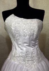 Свадебное платье расшито вручную
