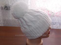 Вязаная зимняя шапулька с отворотом и помпоном