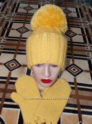 Зимняя шапочка с отворотом и большим помпоном. Супер теплая -шерсть.