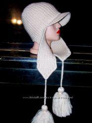 Шапочка-ушаночка с козырьком. Теплая, очень красивая модель.