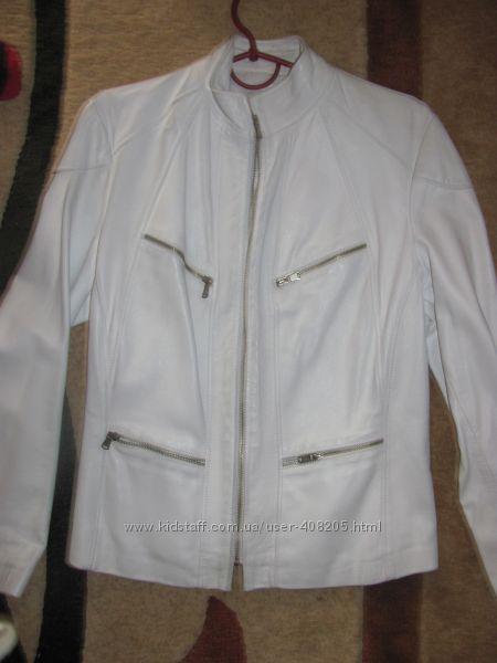 Курточка натуральная кожа цвет белый в хорошем состоянии