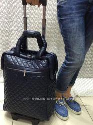 Дорожные сумки Chanel в разных цветах