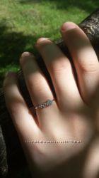 Кольцо с камнями.