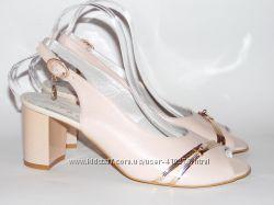 Шикарные босоножки розового  цвета, устойчивый каблук