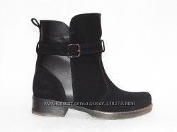 Зимние замшевые ботинки, черного  цвета