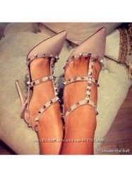 Туфли, босоножки с шипами &acuteRockstud&acute а-ля Valentino Garavani