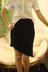 Черная юбка со скошенным низом. Б-у.