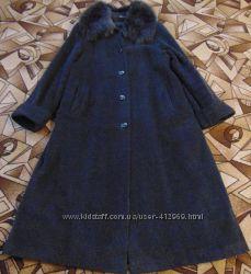 Зимнее пальто с натуральным воротником из песца