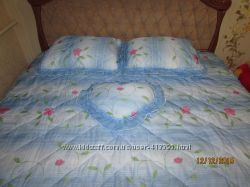 Новое покрывало на кровать  3 подушки