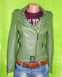 Курточка отличного цвета деми сезон