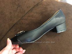 Черные туфли на невысоком каблуке. Польша 36р