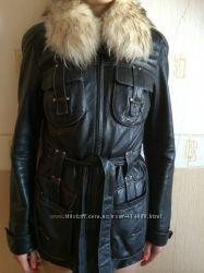Кожаная чорная куртка с мехом