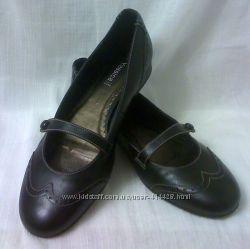 Стильные практичные туфли 41-42 размера