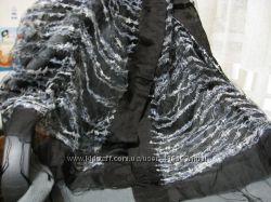 Оригинальный шарф в отличном состоянии, можно использовать как накидку.