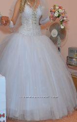 Чудове весільне плаття