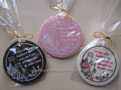 Шоколадные медали от молодоженов гостям свадьбы д. 80 мм.