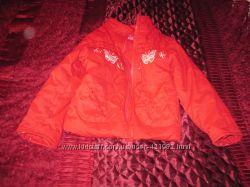 Продаётся комплект куртка красная  с капюшоном и штаны для девочки