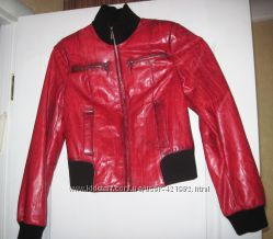 Куртка кожаная красного цвета