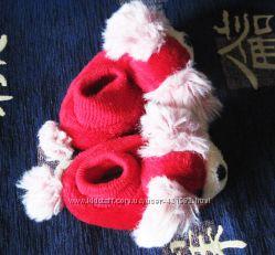 Комнатные тапочки красного цвета в виде собаки