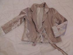 Гламурный атласный пиджак бежево-золотистый