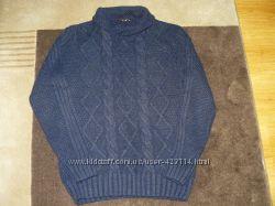 Тёплый шерстяной свитер.