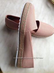 Тренд грядущего сезона - пудровые слипоны туфли кожанные