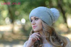 Красивая шапка на флисе i цвета в наличии с помпоном