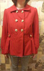 пальто красное, весеннее