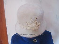 Шляпка белого цвета. Красивая. Качественная, теплая.