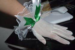 Перчатки для невесты цвета айвори зеленым бантом