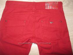 Красные джинсы страдивариус