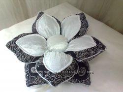 Цветок Клематис- подушка декоративная