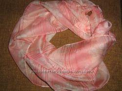 Легкий розовый шарфик с цветочным узором Ив Роше