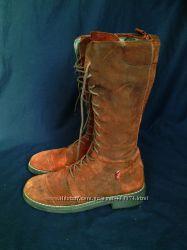 Высокие замшевые ботинки на шнуровке
