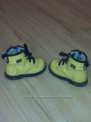 Стильные демисезонные ботинки натуральная лак кожа