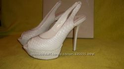 новые белые туфли. натуральная кожа. высокая шпилька ELLENKA р. 38-39. 5