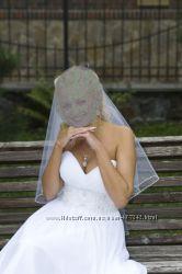 Не венчанное белое свадебное платье  в подарок фата и статуэтка на торт