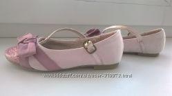Красивые туфельки - балетки для девочки.