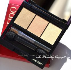 Shiseido Luminizing Satin Eye Color Trio -  BE213 Nude