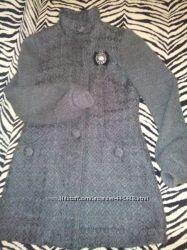 Пальто ZARA с шерстью и брошью размер M